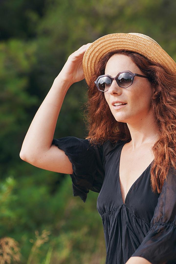Tendencia en gafas de sol de mujer con diseño sostenible