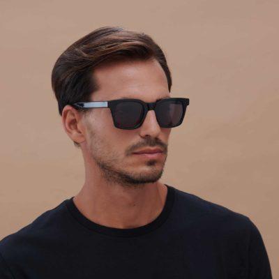 Gafas de sol ecológicas de moda sostenible en color negro