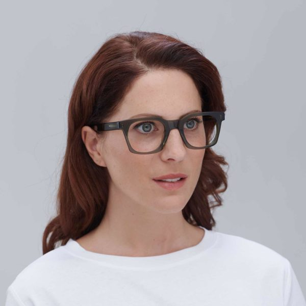 Model with Benimaclet design ecological glasses