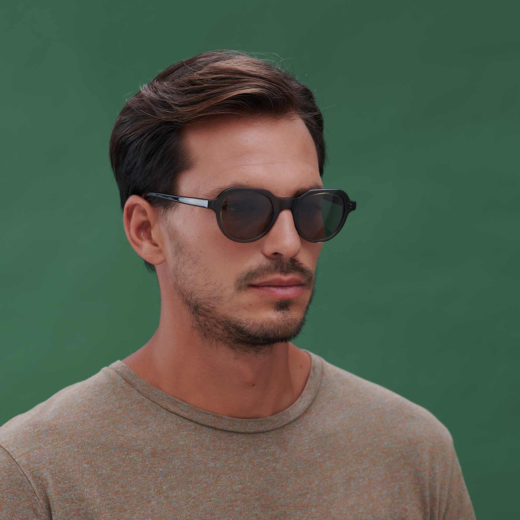 Gafas de sol para jóvenes ecológicas verde modelo Cabañal