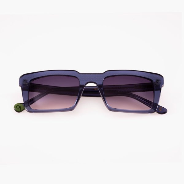 Compostable blue sunglasses and UV graduated lenses