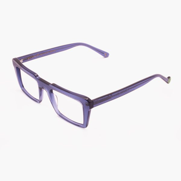 Retro-looking glasses and ecological Nazaret blue frame