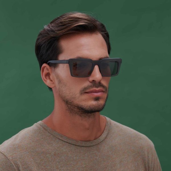 Green sunglasses with compostable frame Nazaret model