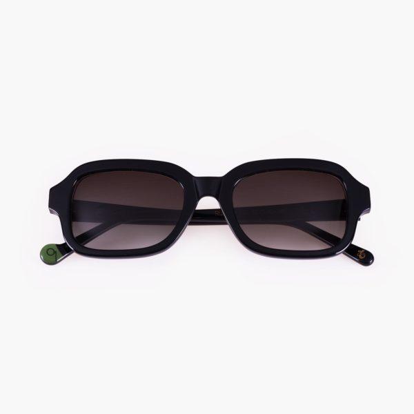 Gafas de sol con lenta amplia color negro